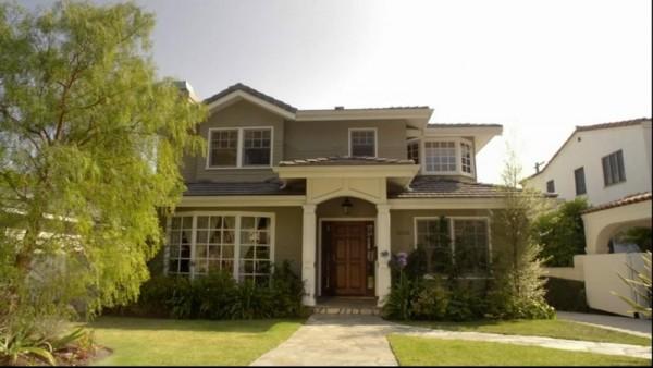 该房屋的「真身」是位於西洛杉矶 cheviot hills,但内景都是在摄影棚图片