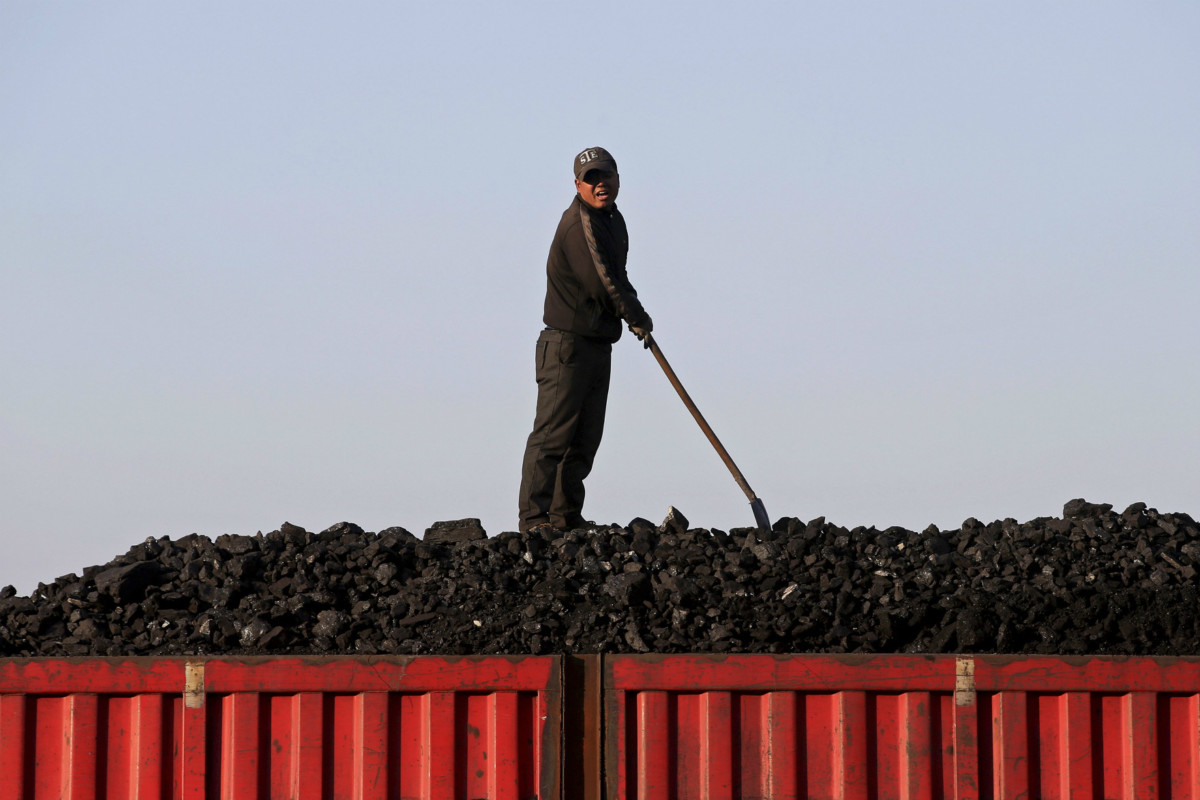 中國意欲裁削「殭屍國企」,單是煉煤及鋼鐵業,未來兩三年便預計多達 600 萬人失業。 圖片來源:路透社