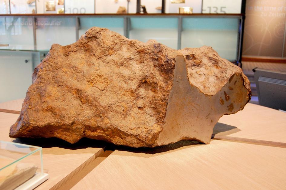 希克蘇魯伯隕石坑起出的岩石遺跡,有助研究隕石衝擊造成的環境影響。 圖片來源:NASA