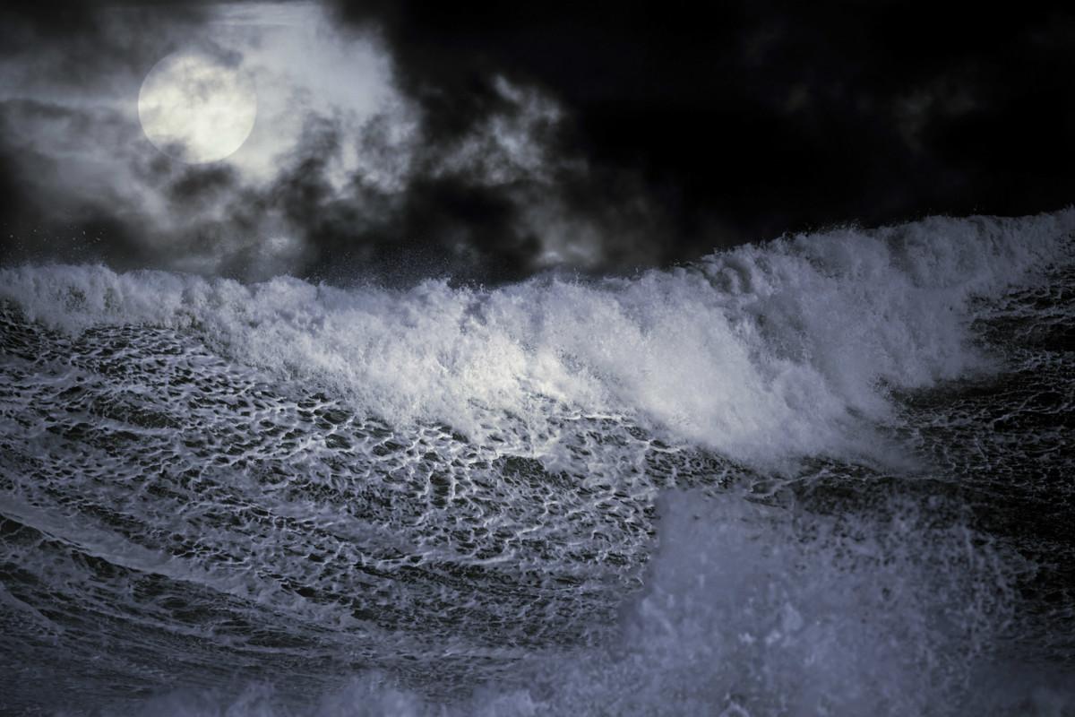 衝擊造成 10.1 級地震,引發千呎海嘯。