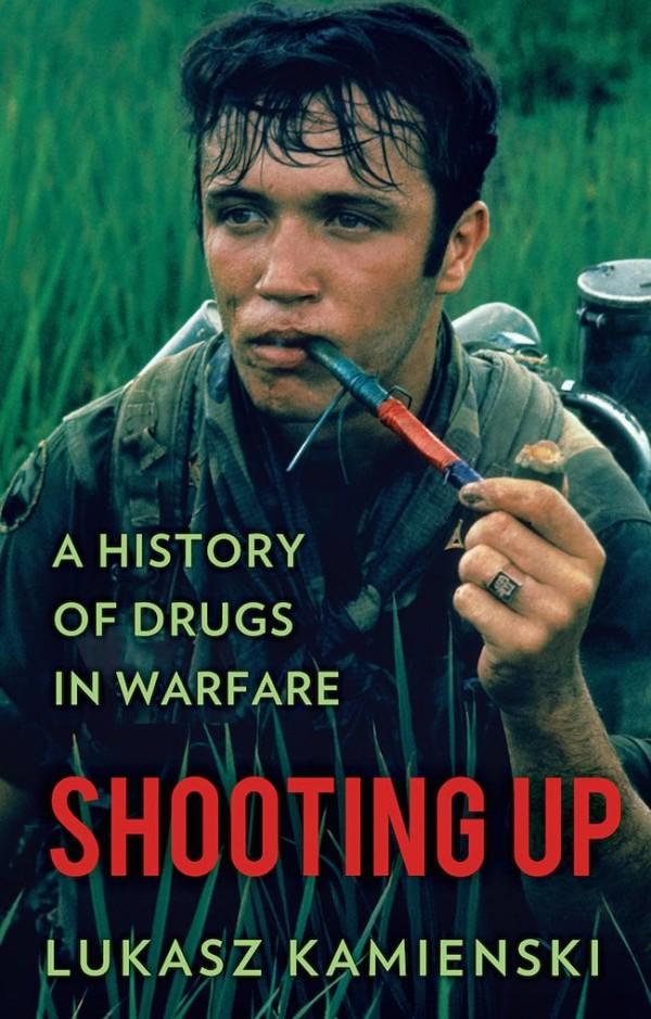 Lukasz Kamienski 所著的歷史書,Shooting Up: A History of Drugs in Warfare 圖片來源:亞馬遜