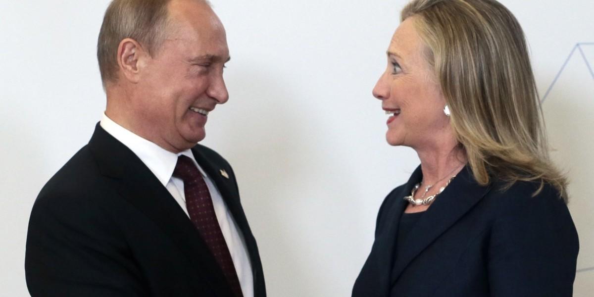 希拉莉和普京向來針鋒相對,多名美國前高官及專家都認為,若然普京真是電郵外洩的主謀,動機就是要打擊希拉莉。圖片來源:路透社