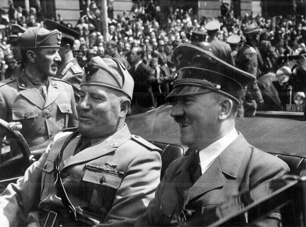 墨索里尼(左)與希特拉(右) 1940 年於德國會面。