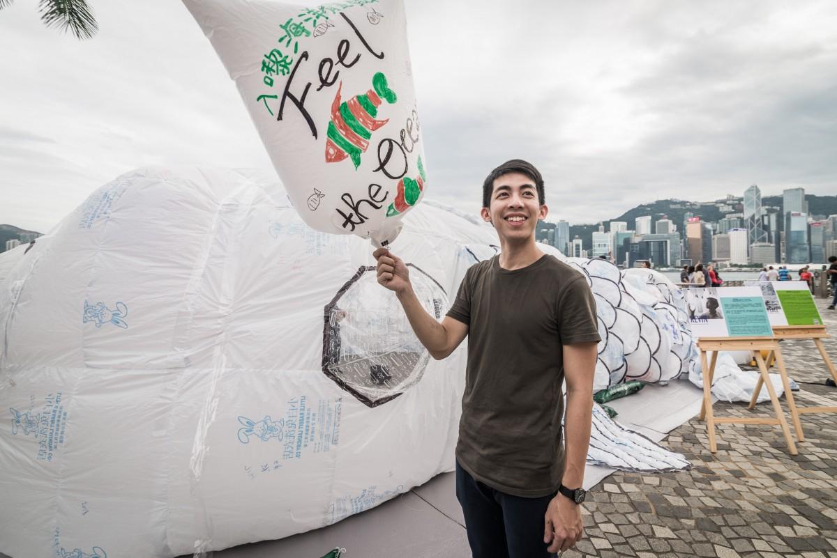 產品設計師張瑋晉(Kevin Cheung) 有感現代人濫用塑膠產品,激起創作是次藝術品的意念。