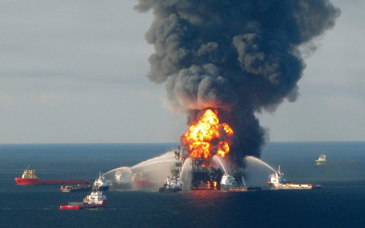 2010 年,英國石油公司於墨西可灣發生漏油事故,釀成生態災難,事後補救卻被指有益 GDP 增長。 圖片來源:路透社