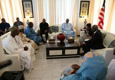 岡比亞總統候選人與一眾西非國家領袖會面,商討選舉危機對策。 圖片來源:路透社