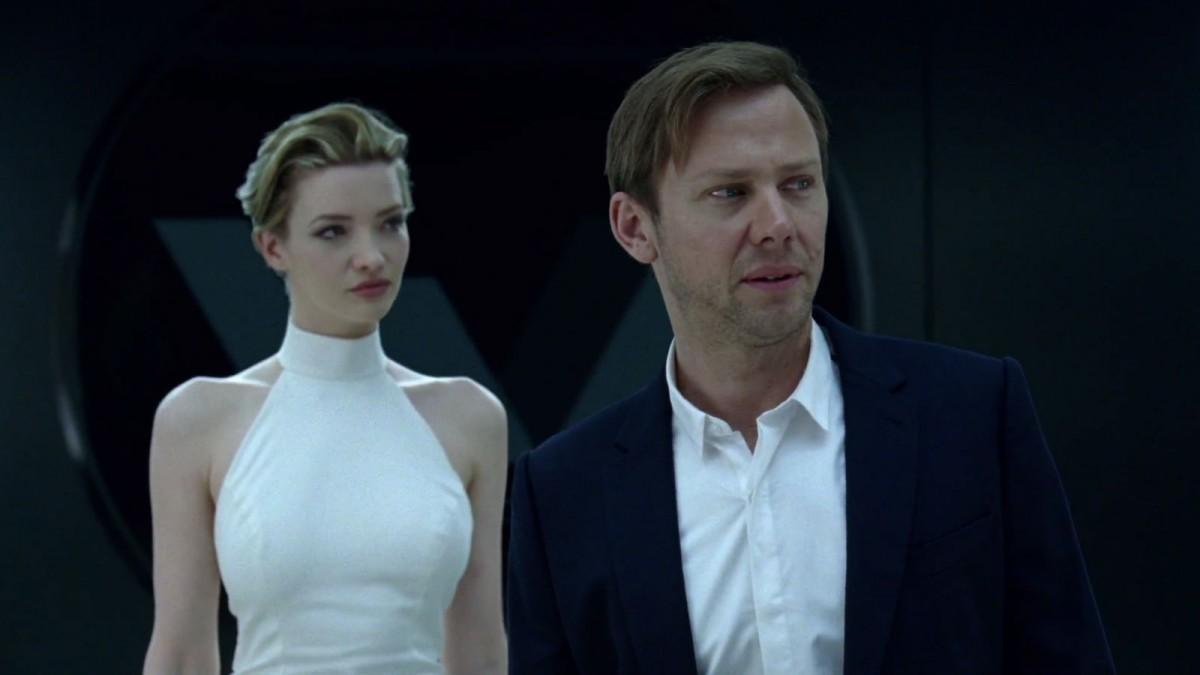 William 在第二集中,問嘗試向他提供性服務的接待員:「你是真的嗎?」 圖片來源:Westworld 劇照