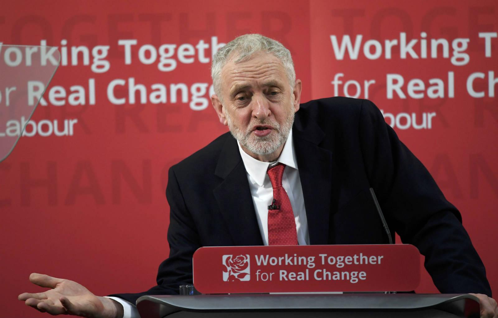 工黨領袖 Jeremy Corbyn 提出限制收入水平。 圖片來源:路透社