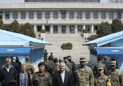 美國國務卿蒂勒森到訪南北韓交界板門店,表示有必要時將對北韓先發制人。 圖片來源:路透社