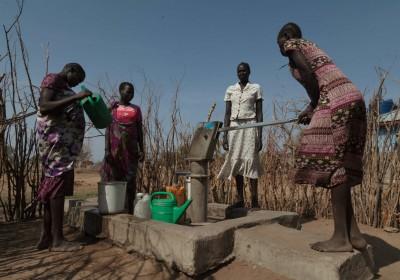 1. 向災民提供應急糧食及清潔食水,如搭建水井供水。(攝影:Bruno Bierrenbach Feder/Oxfam)