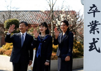 Japan's Princess Aiko (C), accompanied by her parents Crown Prince Naruhito and Crown Princess Masako, waves to well-wishers as they attend her graduation ceremony at the Gakushuin Girls' Junior High School in Tokyo, Japan, March 22, 2017. REUTERS/Issei Kato