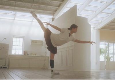 視覺、平衡感、肌肉運動知覺互相配合,世上才有芭蕾。 圖片來源:花與愛麗詩