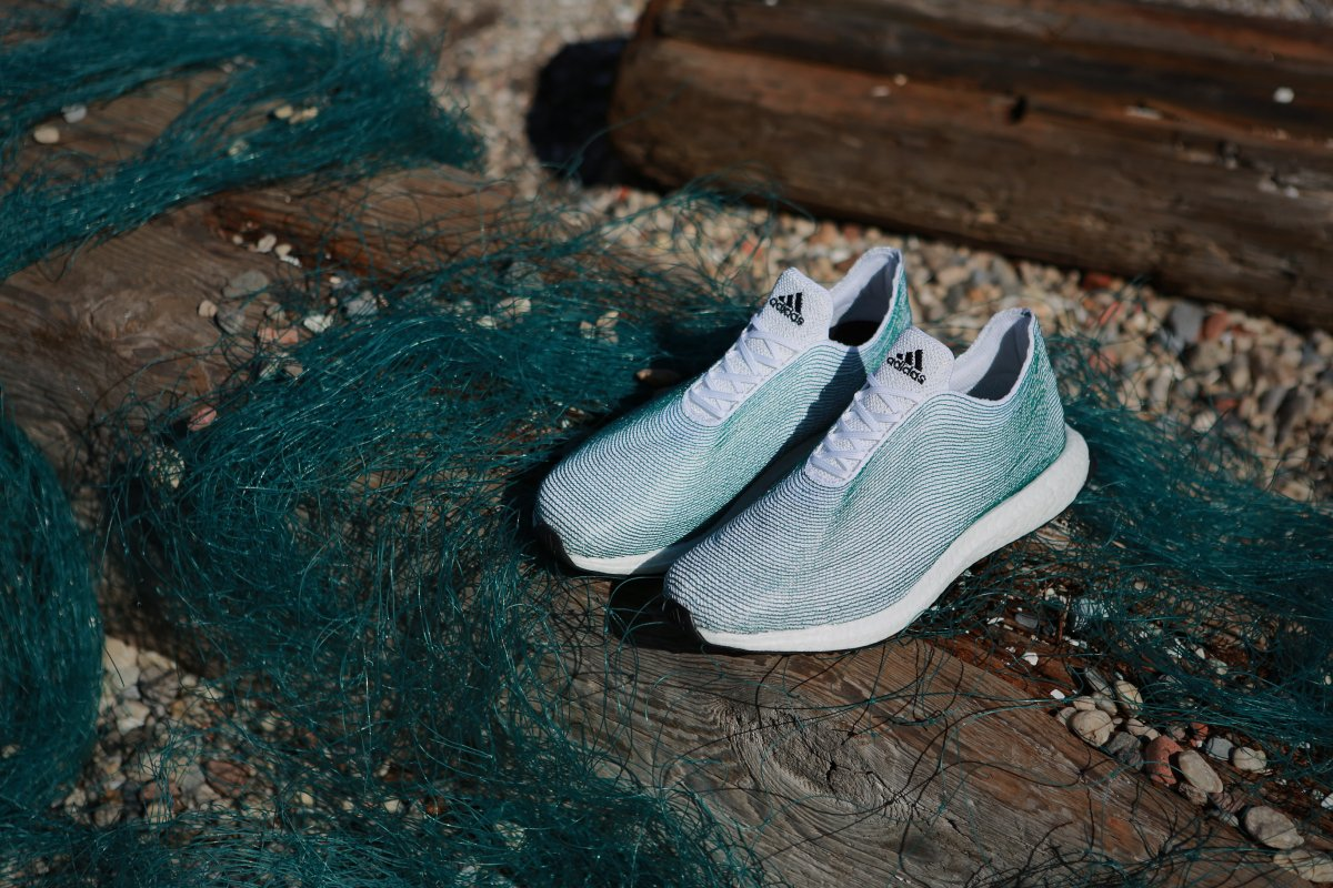 Adidas 與環保團體 Parley for the Oceans 合作,推出由海中塑膠廢物所造的波鞋。圖片來源:Adidas