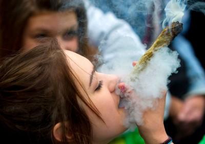 每年 4 月 20 日均見世界各地大麻同好集體慶祝。 圖片來源:路透社