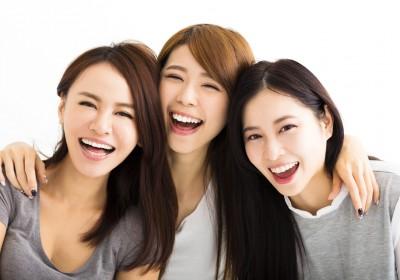 Stock photo 的強顏歡笑:追求快樂就會得到快樂嗎?