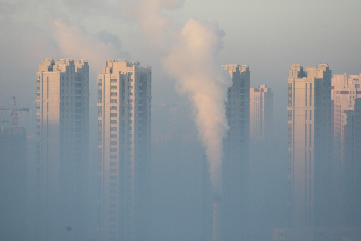 A chimney is seen in front of residential buildings during a polluted day in Harbin, Heilongjiang Province, China, January 21, 2016. REUTERS/Stringer ATTENTION EDITORS - THIS PICTURE WAS PROVIDED BY A THIRD PARTY. THIS PICTURE IS DISTRIBUTED EXACTLY AS RECEIVED BY REUTERS, AS A SERVICE TO CLIENTS. CHINA OUT. NO COMMERCIAL OR EDITORIAL SALES IN CHINA.