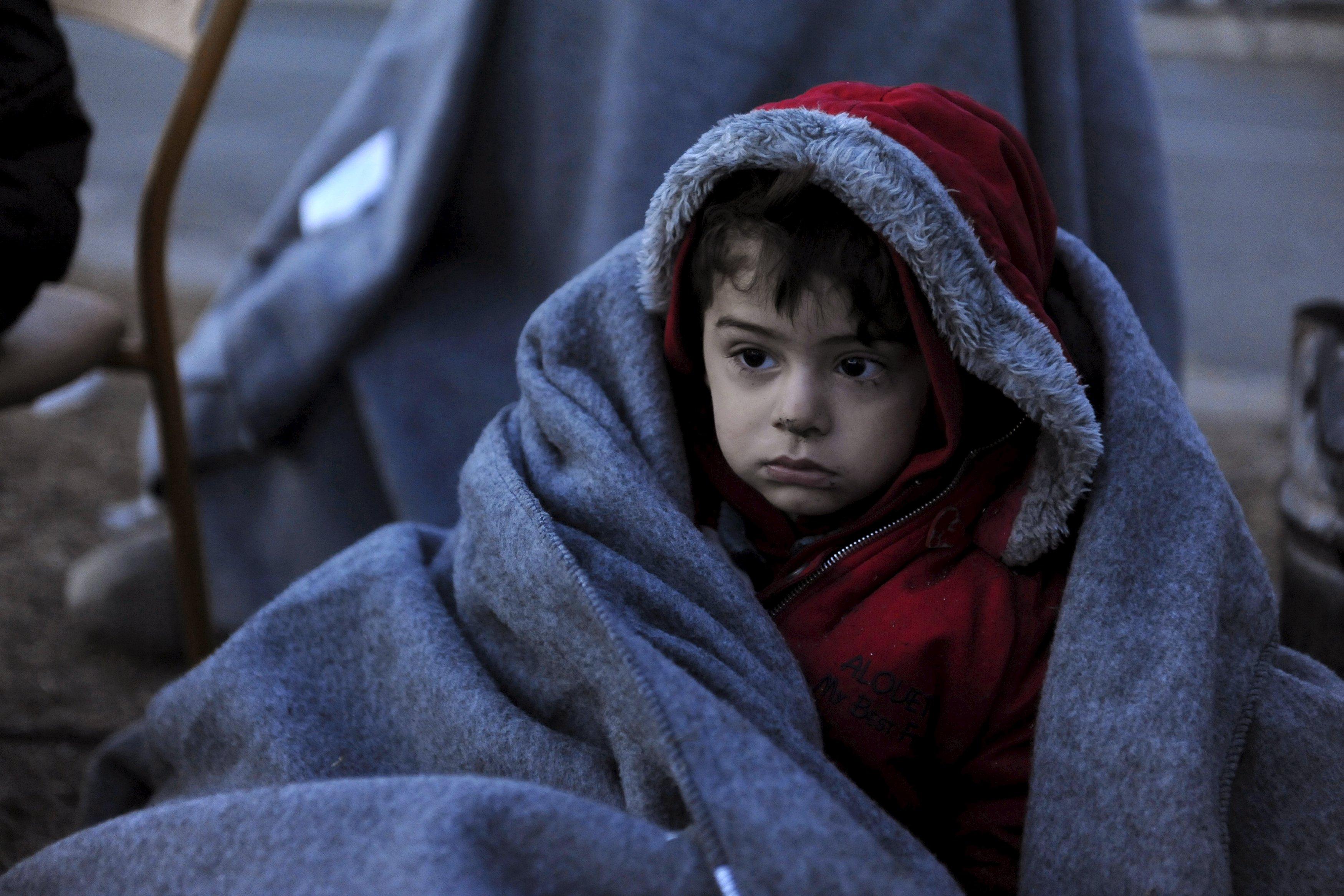 一名難民兒童抵埗希臘