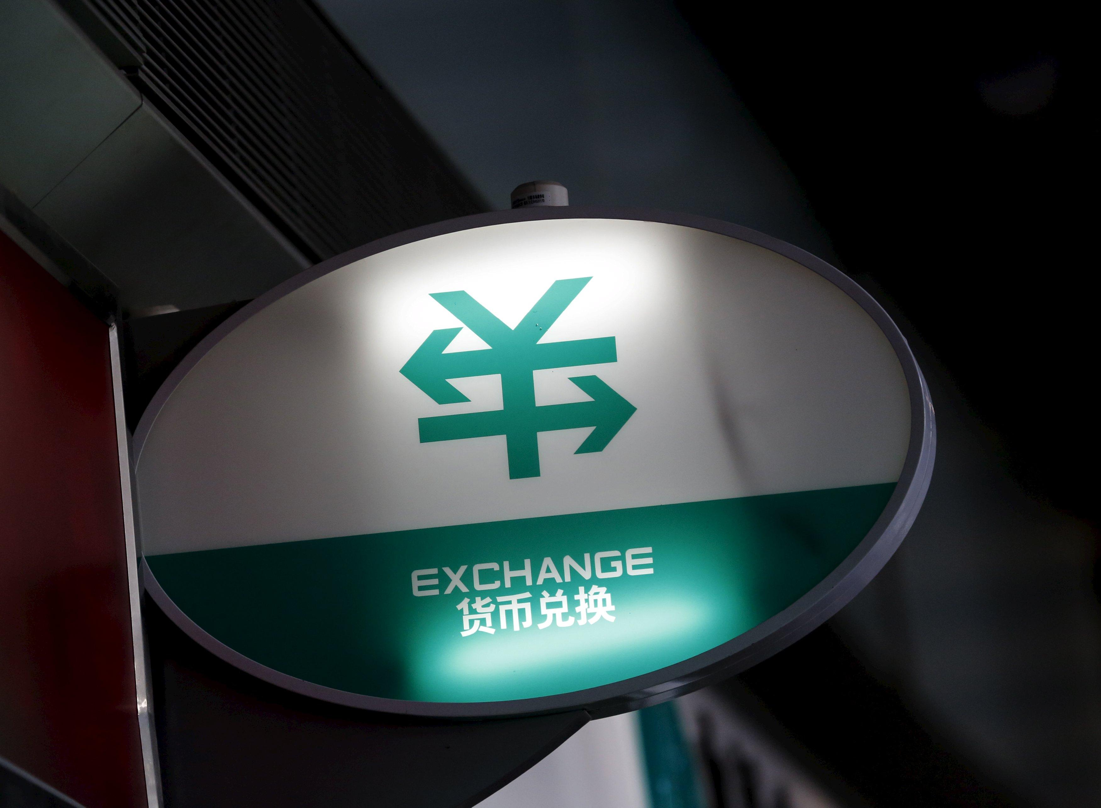 中國經濟恐慌,大批資金出逃走向強勢美元。 圖片來源:路透社