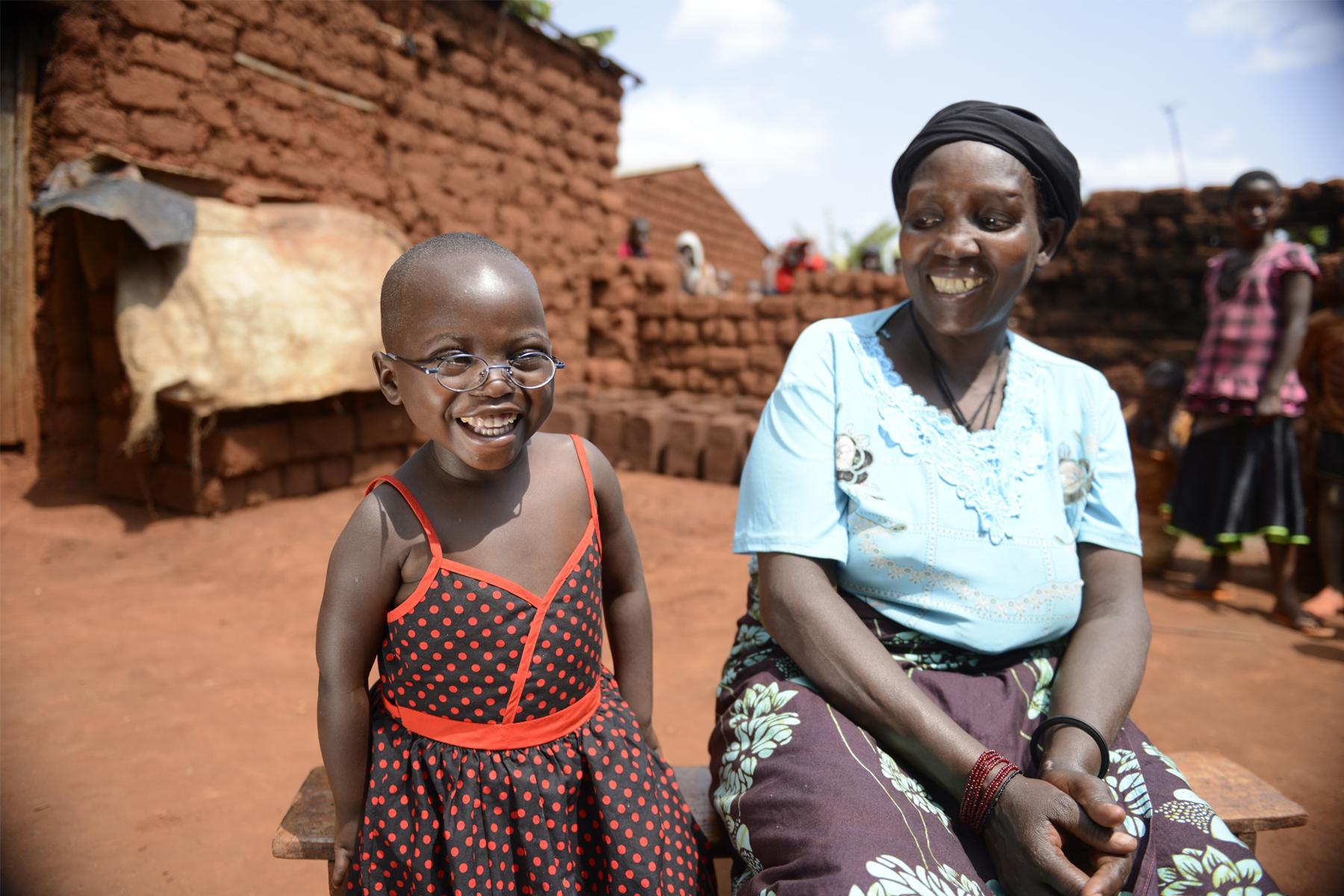 Cesaria 一出生便患白內障,更慘遭父母遺棄。幸好趕及在五歲前施手術復明,否則難逃堪坷的命運。