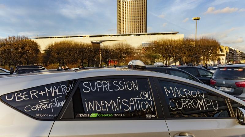 2016 年 1 月,法國的士司機抗議 Uber。