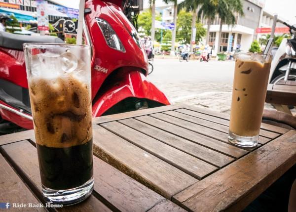 左:Iced Coffee with Milk;右:Iced Milk Coffee