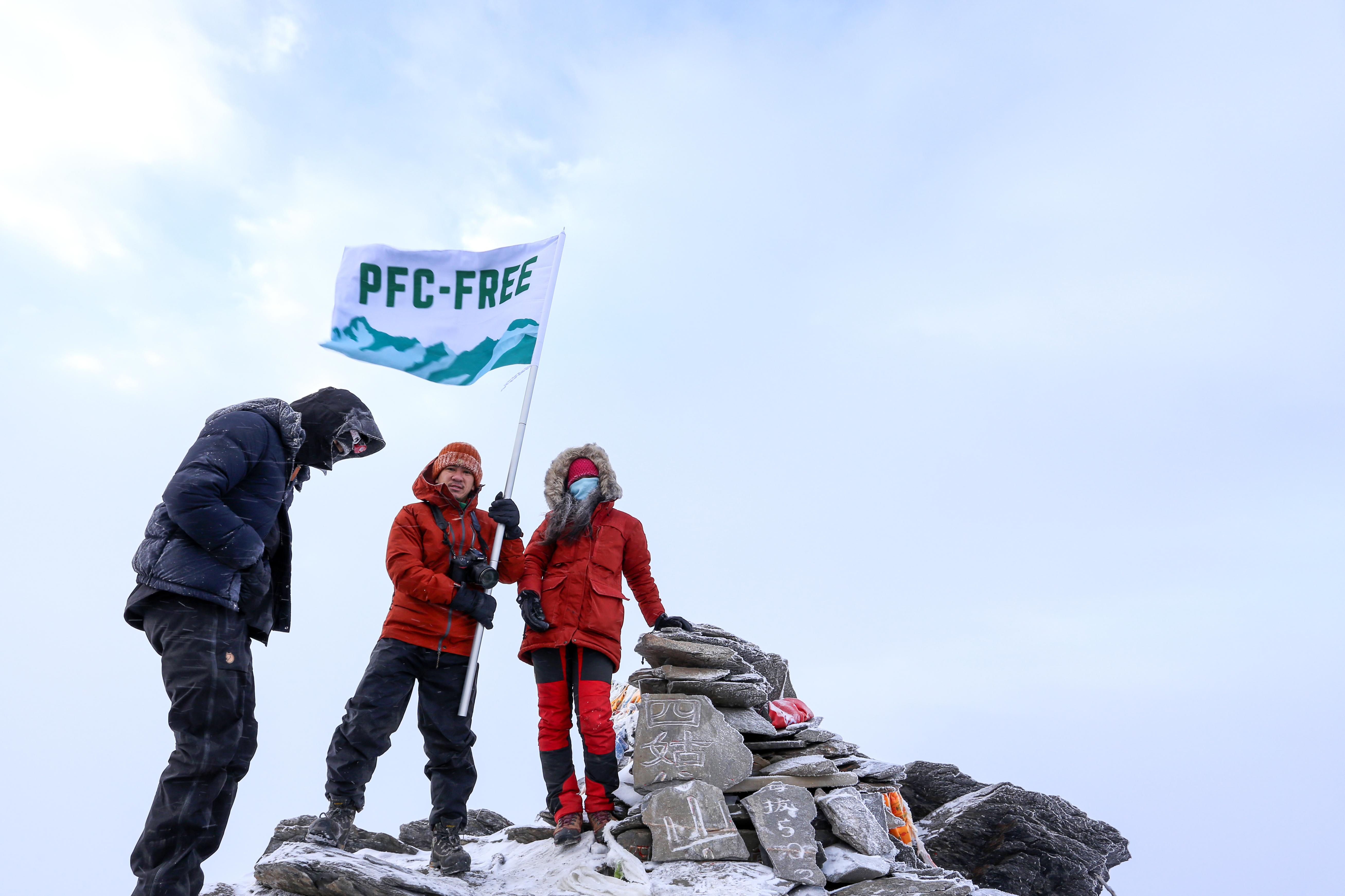 來自中國,香港及台灣三地的登山家,以較環保的方式登山,希望帶動更多戶外活動愛好者改用 PFC-free 產品,推動戶外品牌淘汰 PFCs