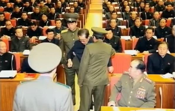 張成澤遭金正恩清算,以高射機槍掃射處決,再以火焰噴射器燒屍。 圖片來源:Youtube