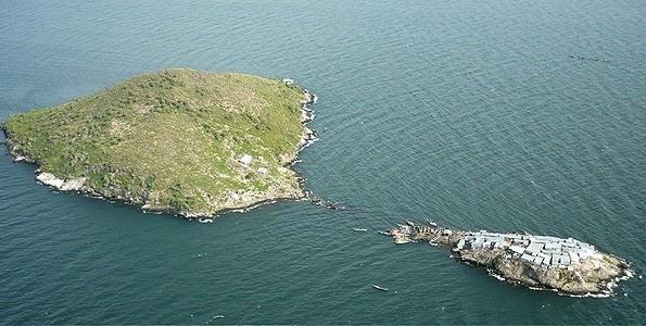 米金戈島 200 百米外有另一座較大的島,卻無人居住。 圖片來源:互聯網