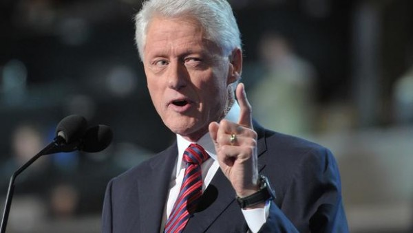clinton-pointing-151309495