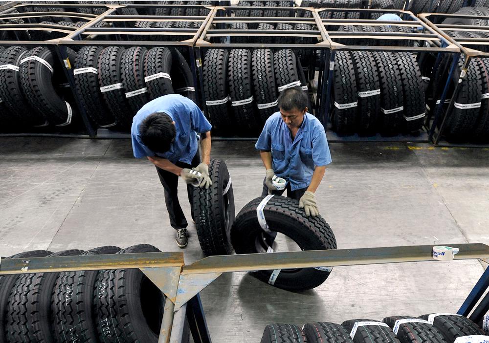 有研究指出,奧巴馬向中國車呔徵收 35% 關稅,增加美國車民支出之餘,亦惹來中國還以懲罰性關稅報復。 圖片來源:路透社