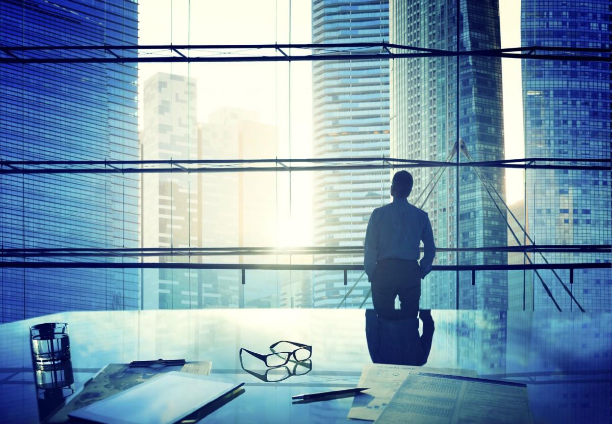一眾獵頭顧問認同 CEO 薪酬「高得離譜」,而且不少人選表現平庸。圖片來源:iStock