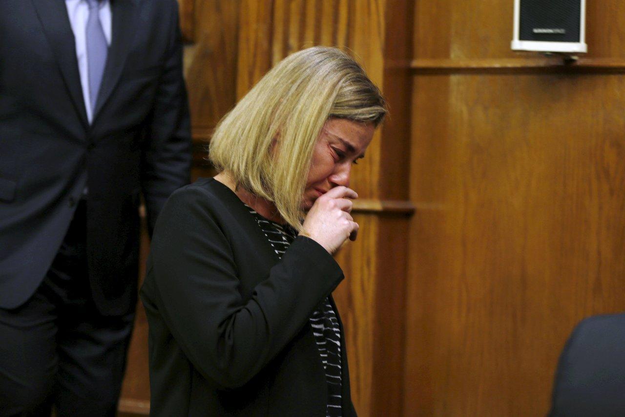 歐盟外交和安全政策高級代表,前意大利外交部長墨格里尼,就昨日比利時被襲而落淚。 圖片來源:路透社
