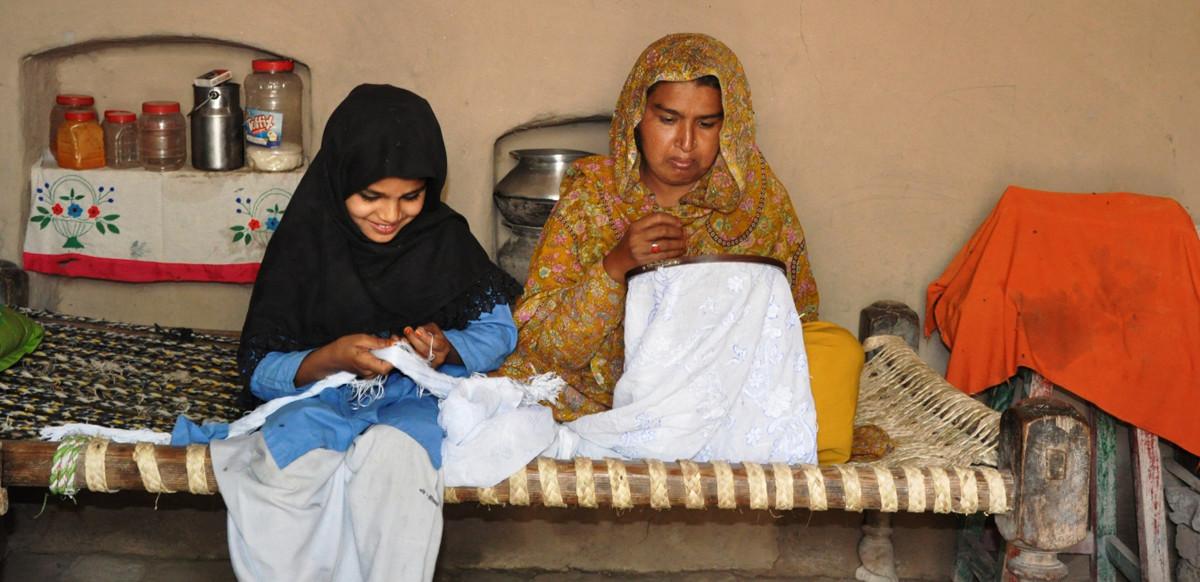 塞瑪與媽媽相依為命,而媽媽是家庭的唯一經濟支柱。