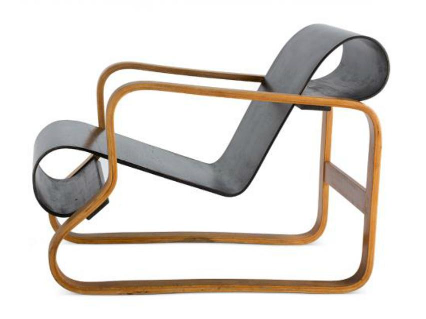 Paimio 椅子,一絲不苟的坐位設計為結核病人提供舒適的呼吸角度,配合康復治理。現由Artek生產。