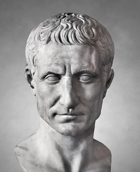 民粹政治削弱了共和權威,為凱撒日後獨裁鋪路。