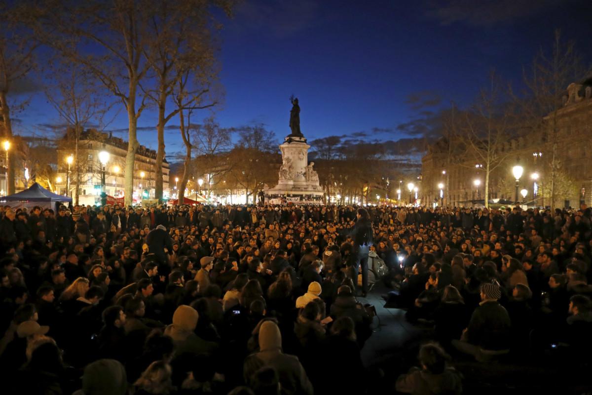 巴黎民眾發起「晚自立」運動,表達對勞工法改革及政府的不滿。 圖片來源:路透社