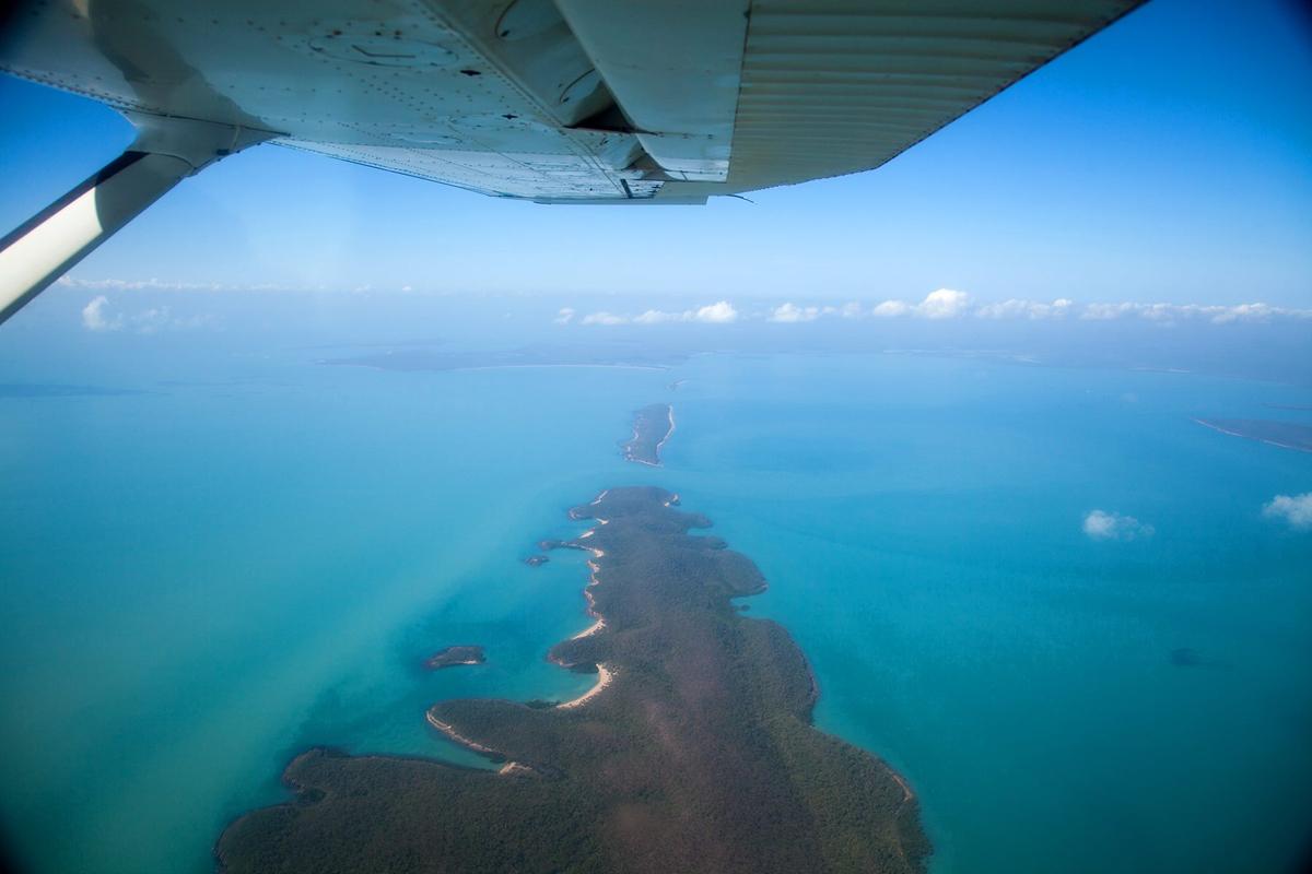 彼德在完成手術後,乘飛機回家,終看到蔚藍的海洋。