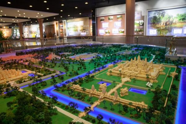展品製作精美,但為慳電省錢,館內冷氣不足,以致每日來客甚少。圖片來源:Phnom Penh Post