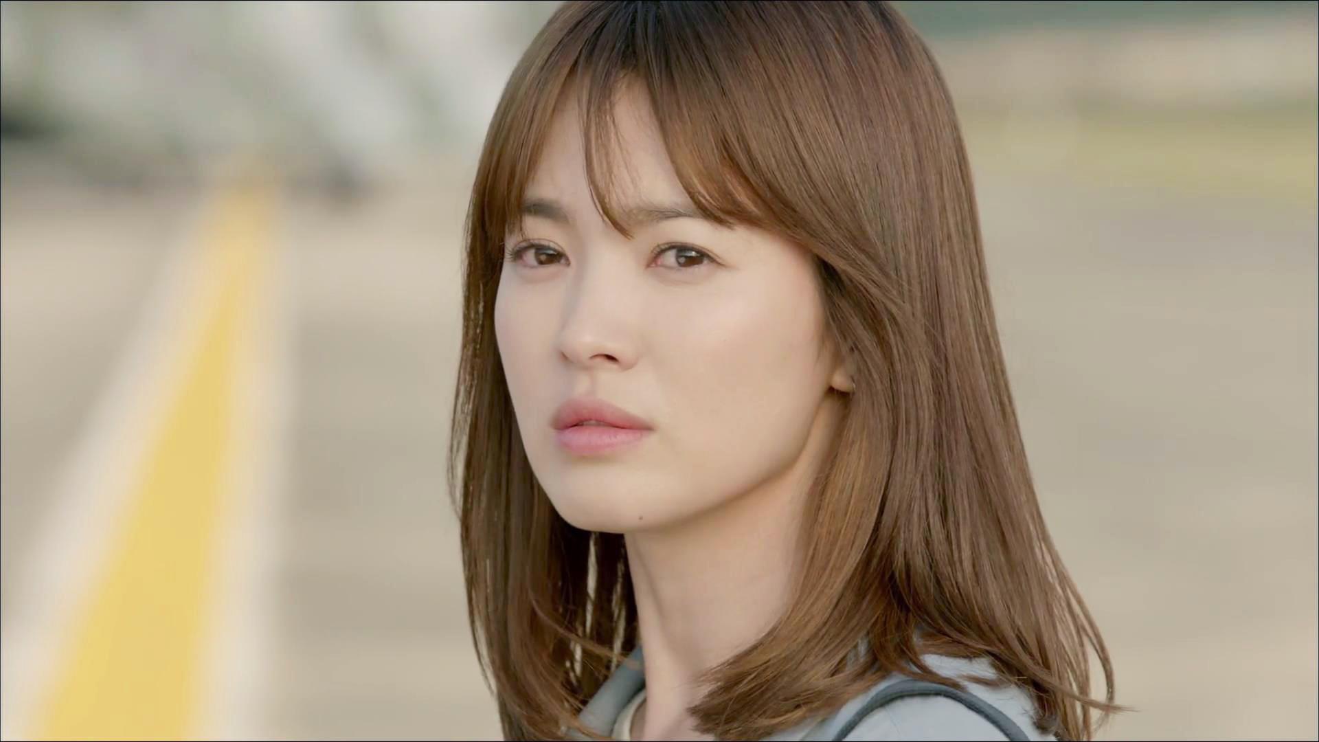 不說不知,宋慧喬其實已經 34 歲。圖片來源:韓劇「太陽的後裔」
