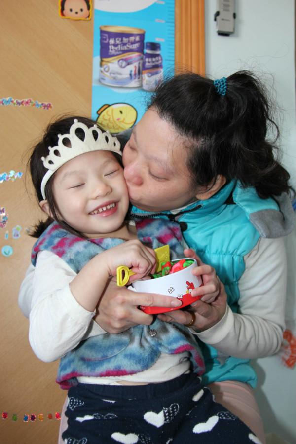 晴晴和媽媽接受服務後,改善了溝通模式,更能享受親子天倫之樂。