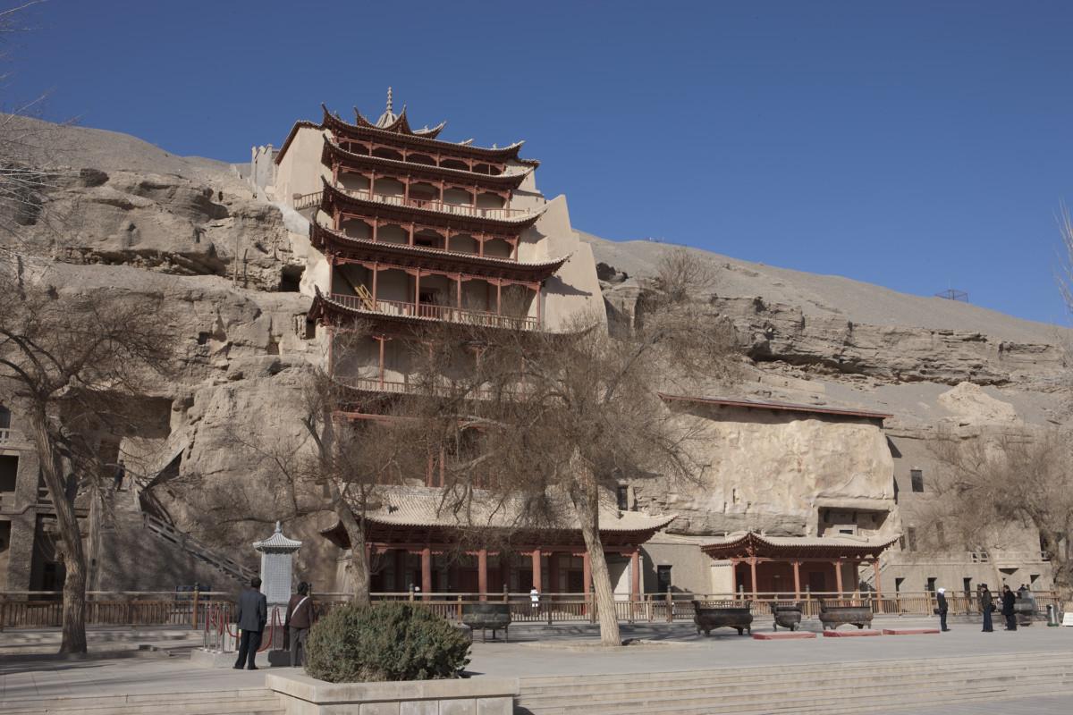 莫高窟擁有千年歷史,在文革時幸保不失,近年卻因遊客不絕而受威脅。圖片來源:敦煌研究院