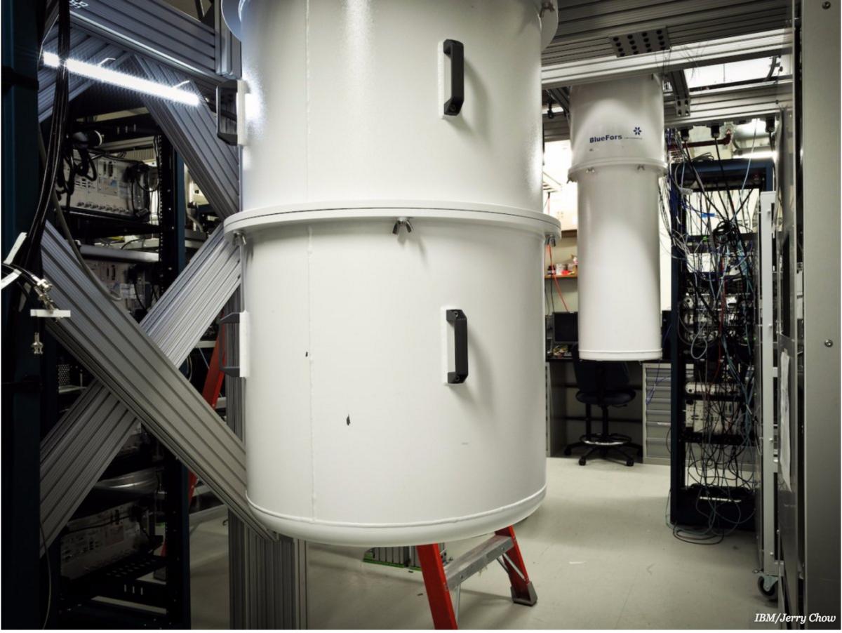 貯存量子電腦的特製雪櫃,內部接近絕對零度。 圖片來源:IBM
