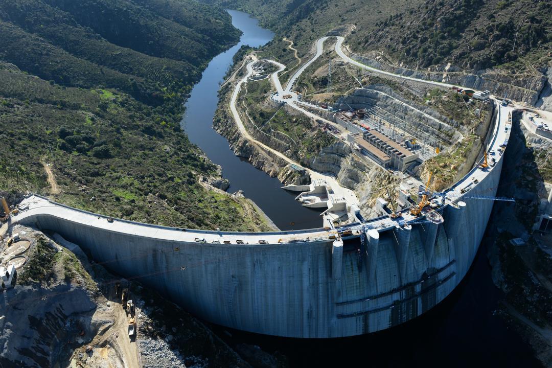 剛於2015 年建成的 Baixo Sabor 水壩,遭環保人士批評破壞當地生態和居民生活。 圖片來源: afaplan