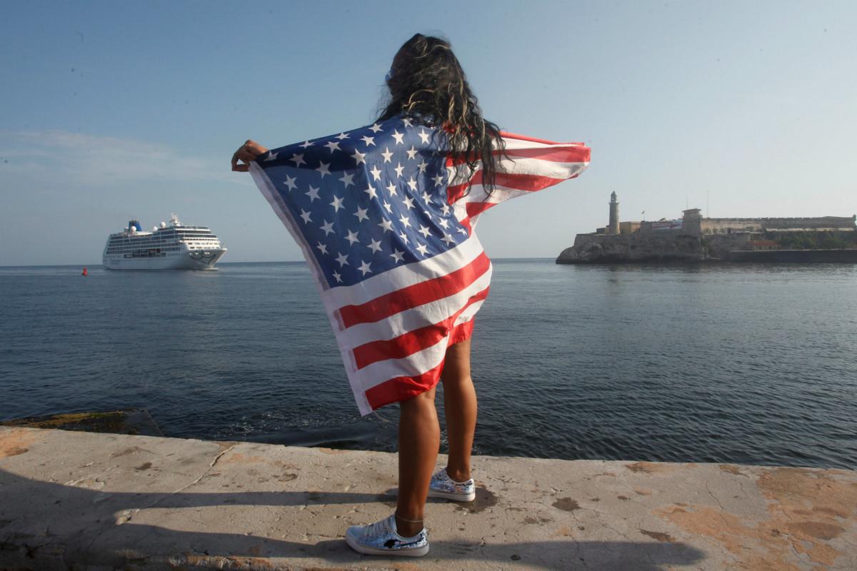 美國郵輪 Adonia 號日前駛抵古巴,為 1959 年以來兩國首度有郵輪往來。 圖片來源:路透社