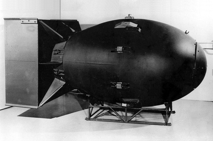 即將空降長崎的原子彈「Fat Man」。 圖片來源:US National Archive
