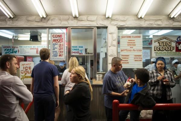 在這間雪糕店,無論你是甚麼種族,還是操甚麼語言,想要落單,都一律要說英文。圖片來源:.mnisforlovers.com