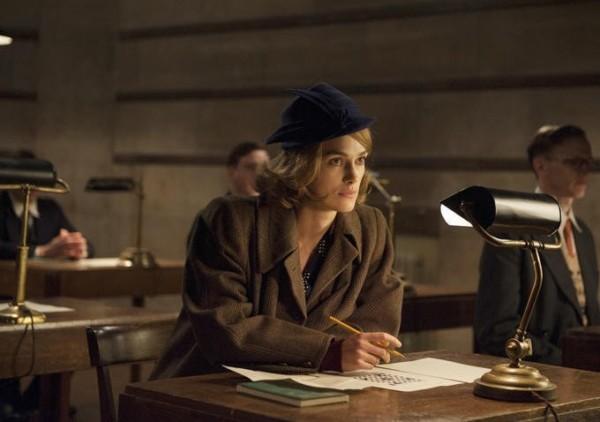 電影「模仿遊戲」中,由 Keira Knightley 飾演的女主角 Joan Clarke,就是憑填字遊戲,獲選為解碼員。圖片來源:The Weinstein Company