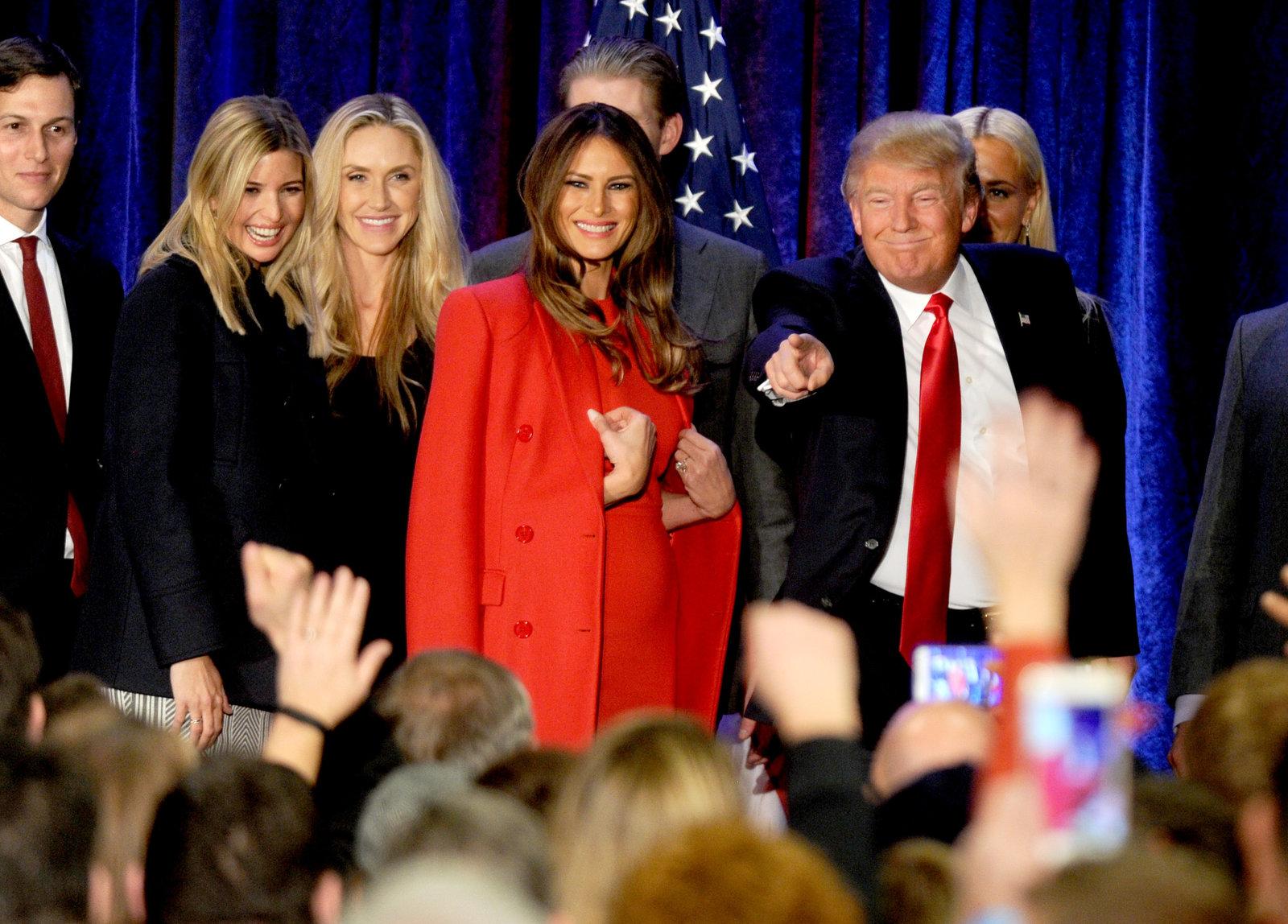 杜林普這位億萬富翁有名模妻子 Melania 相伴左右,推銷「重振美國夢」政綱時,更有說服力。圖片來源:路透社