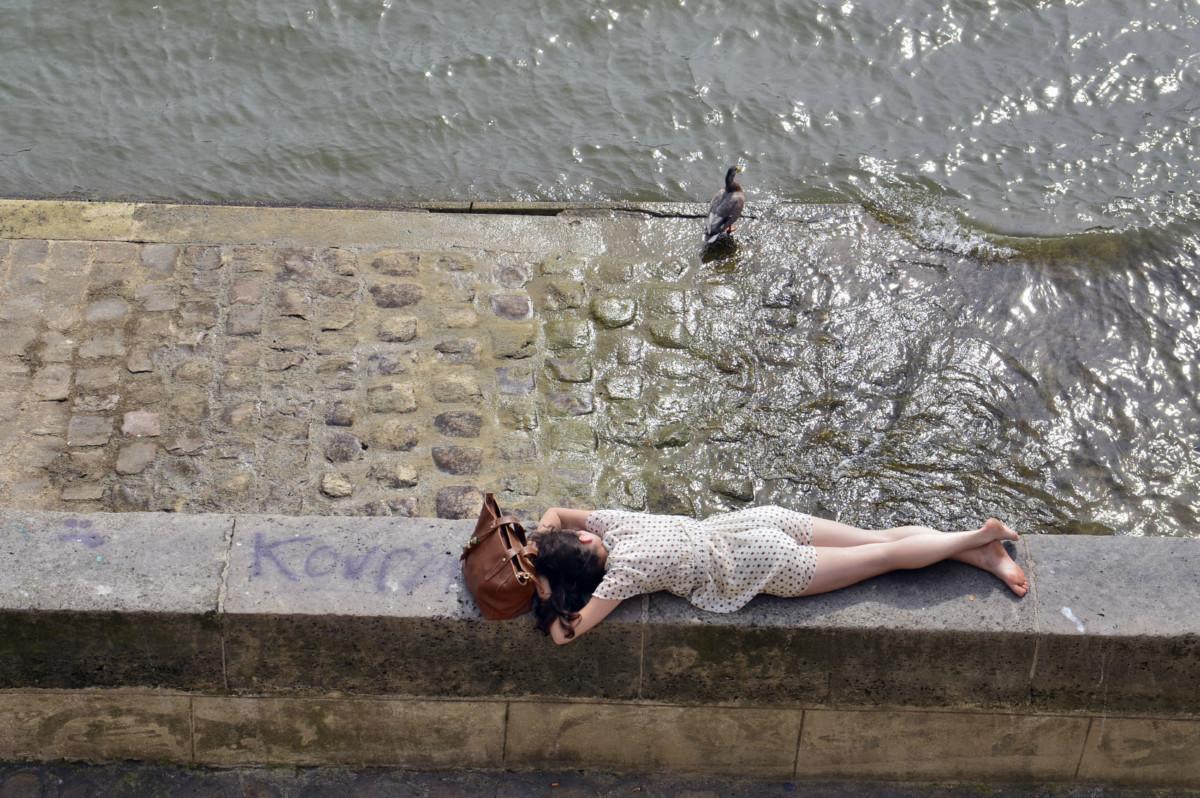 買不起樓,法國廢青露宿街頭。 圖片來源:iStock