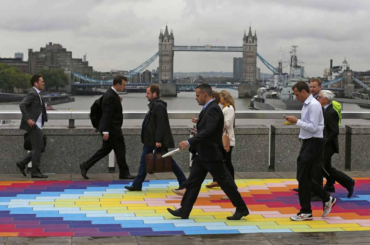 若銀行紛紛將歐洲業務重心,從倫敦移往其他歐盟城市,不少英國白領恐會因此失業。圖片來源:路透社